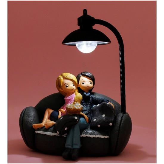 Sinema İzleyen Mutlu Çiftler