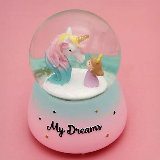 Unicorn ve Sevimli Kız Temalı ışıklı Müzikli Püskürtmeli Kar Küresi