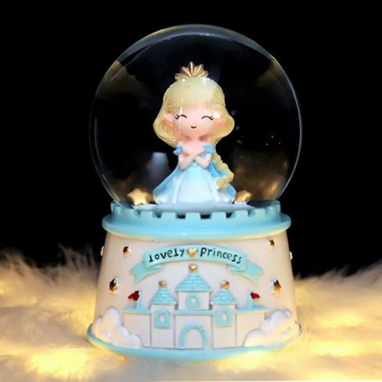 Sevimli Prenses Işıklı Müzikli Püskürtmeli Büyük Boy Kar Küresi