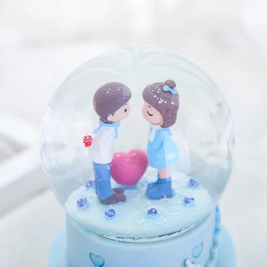 Evlilik Teklifi Eden Tatlı Işıklı Kar Küresi