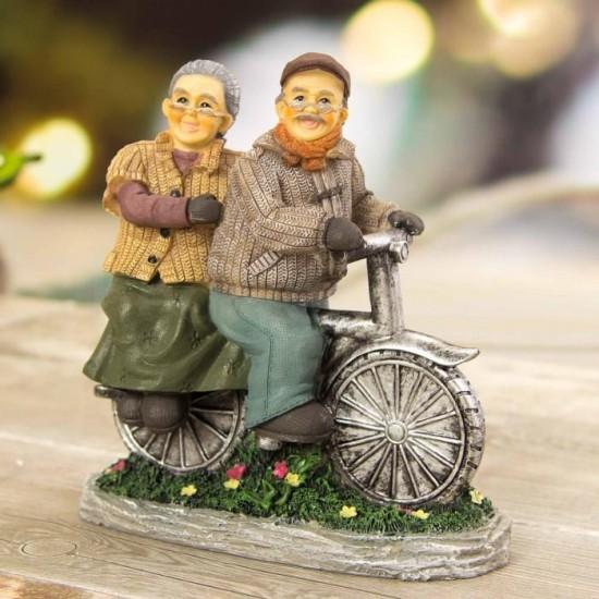 Dekoratif Bisiklet Süren Sevimli Yaşlı Çift Biblo