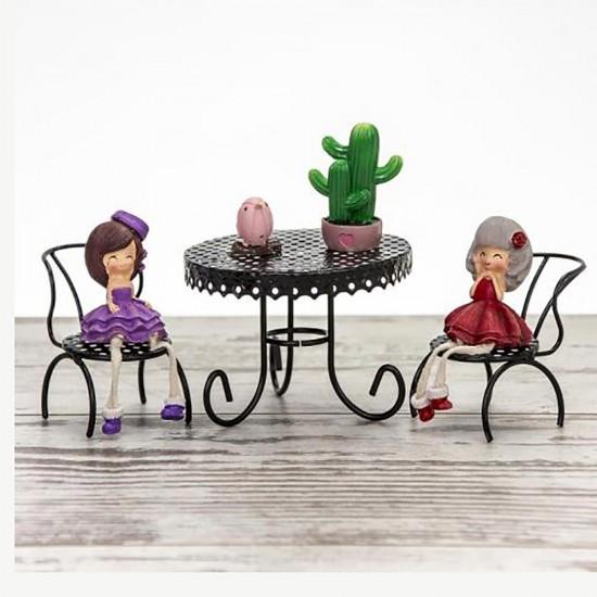 Masada Oturan Sevimli Kız Biblosu