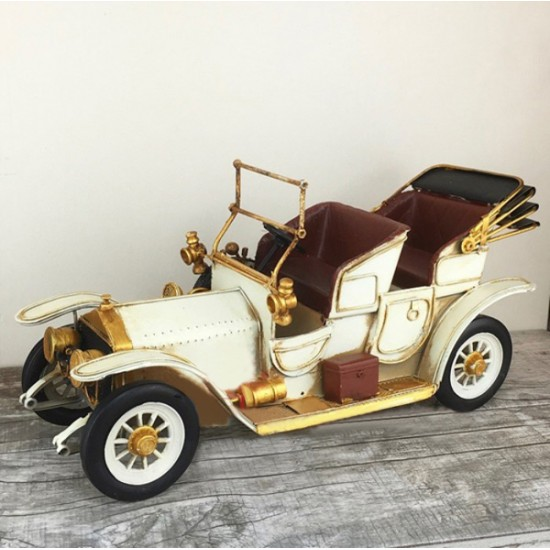 Nostaljik Dekoratif Metal Beyaz Klasik Araba (Dev Boyutlu)