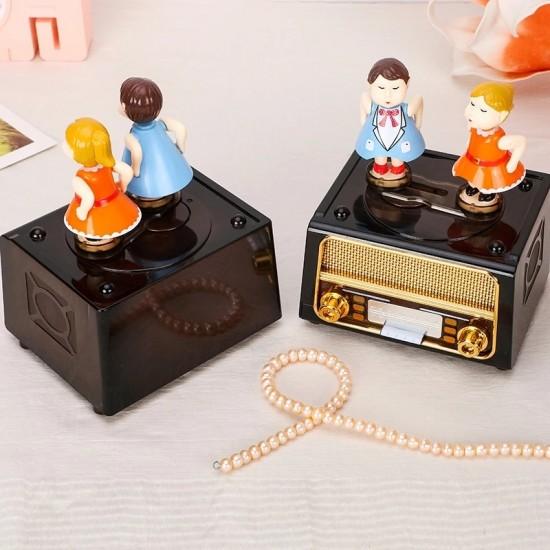 Öpüşen Sevgililer Müzik Kutusu