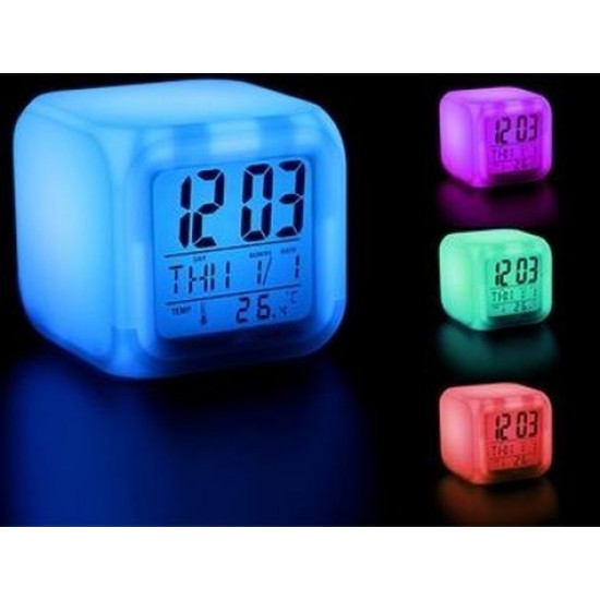 Renk Değiştiren Küp Tasarımlı Saat