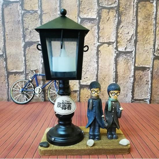 Sokak Lambası Altında Buluşan Sevgililer Ahşap Büyük Boy Gece Lambası